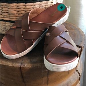 New MIa brown leather sandals